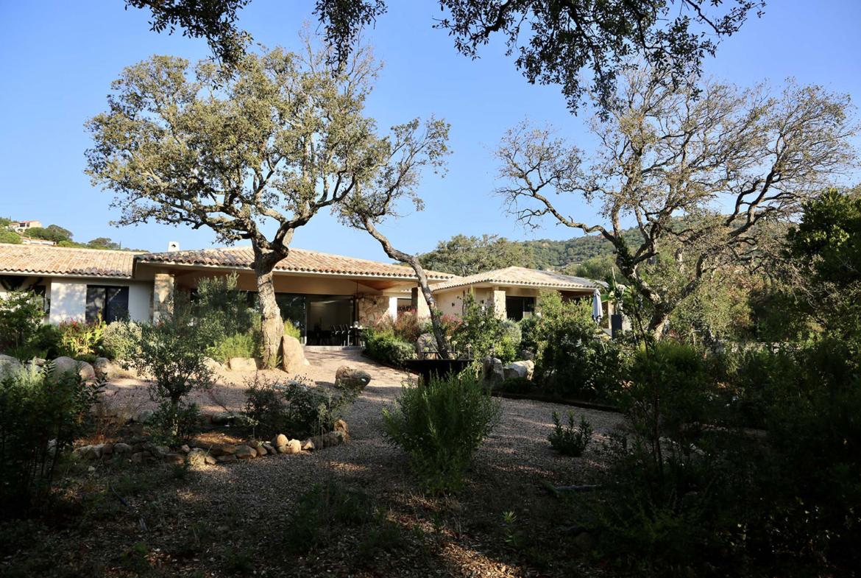 Grand jardin privé Villa Saint Cyprien Porto-Vecchio en location