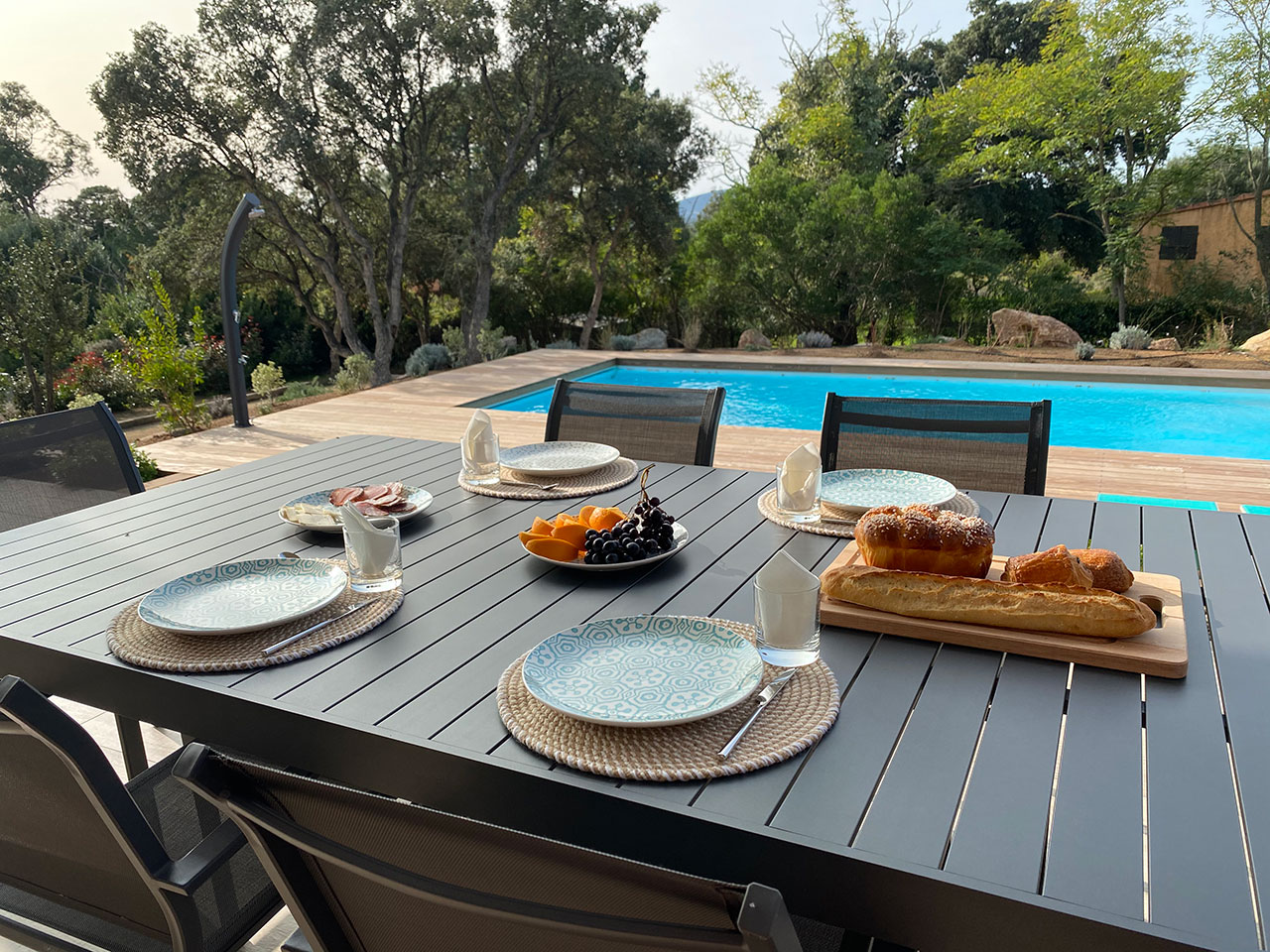Location Villa Saint Cyprien Porto-Vecchio déjeuner avec piscine