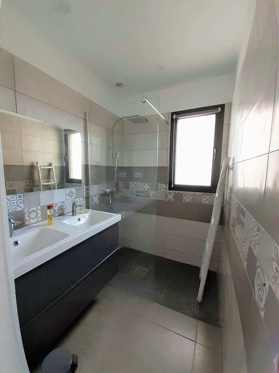 Salle de bain Jardin Conciergerie Location Villa Saint Cyprien Porto-Vecchio
